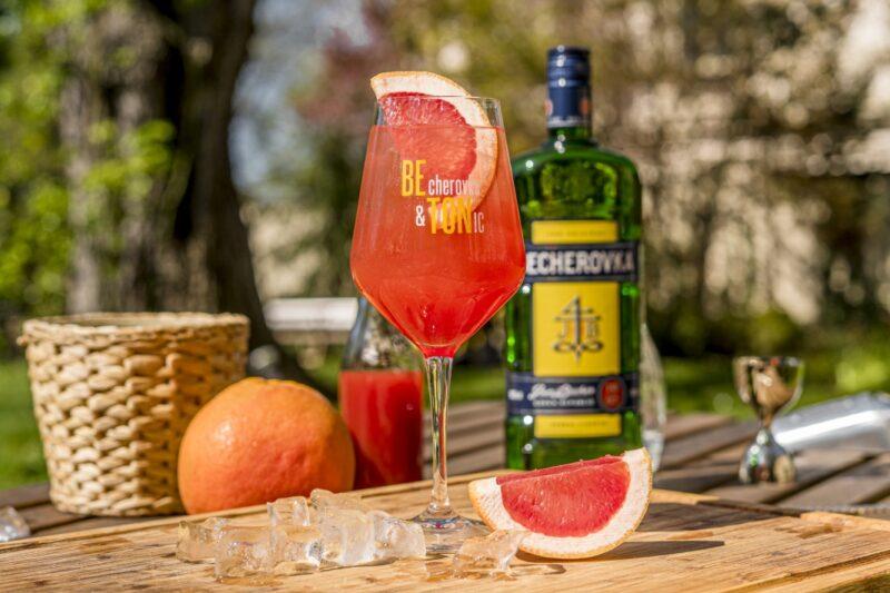 Osvěžující letní drinky z Becherovky