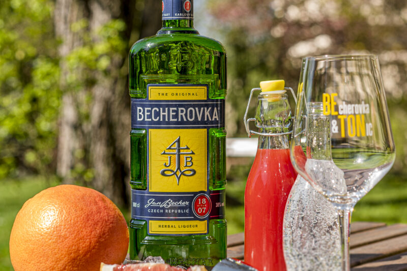 becherovka_beton-grapefruit_02_1588668935