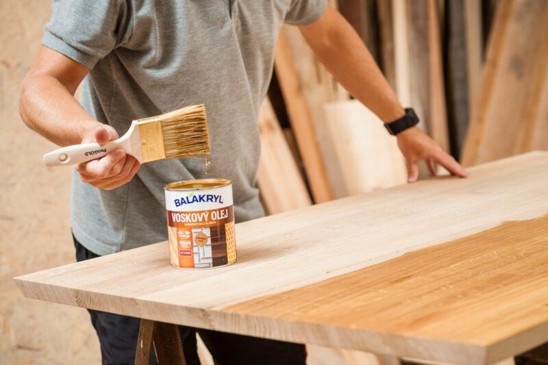 Balakryl Voskový olej na dřevo dá vyniknout designovým kouskům nábytku