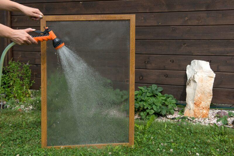 Vyžeňte ze sítí hmyz i prach