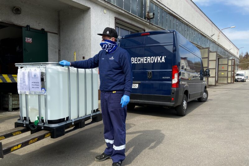 Jan Becher Pernod Ricard daruje 2500 litrů dezinfekce