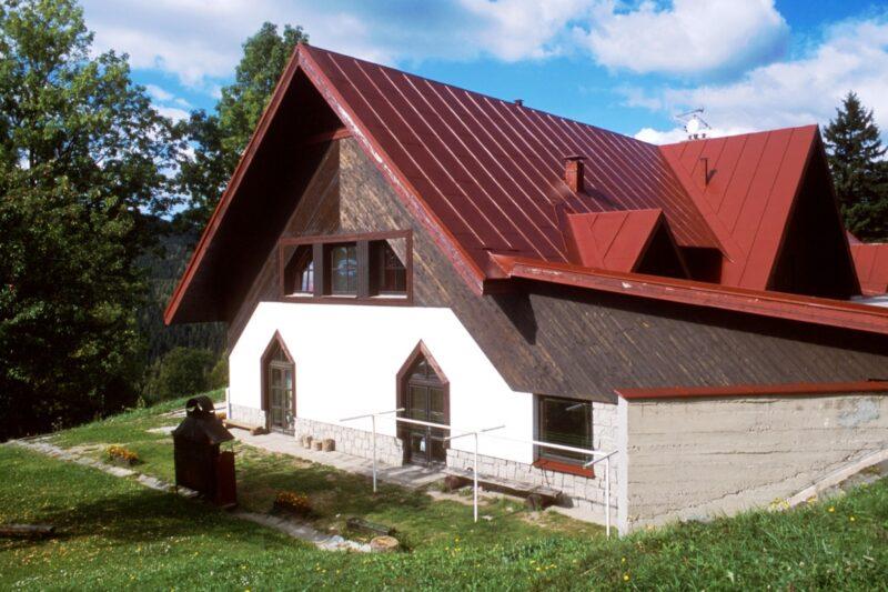 Jak na renovaci plechových střech