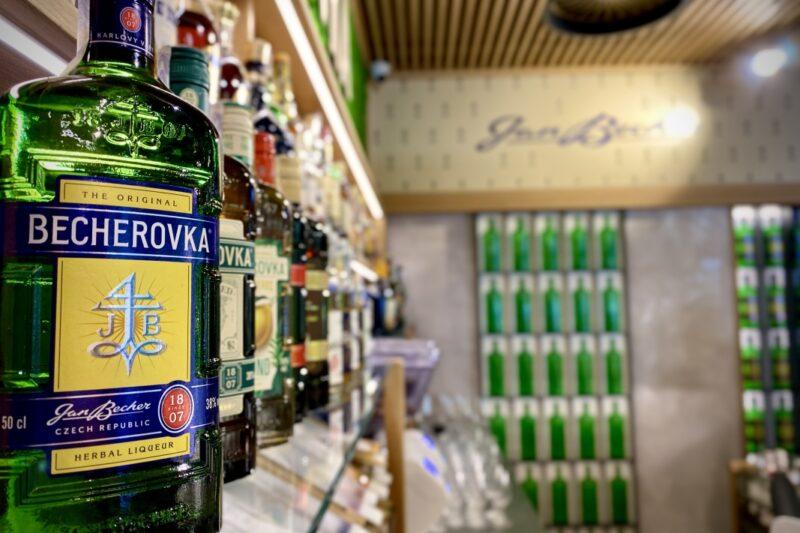 Becherovka otevřela v centru Prahy svůj první Bar & Shop