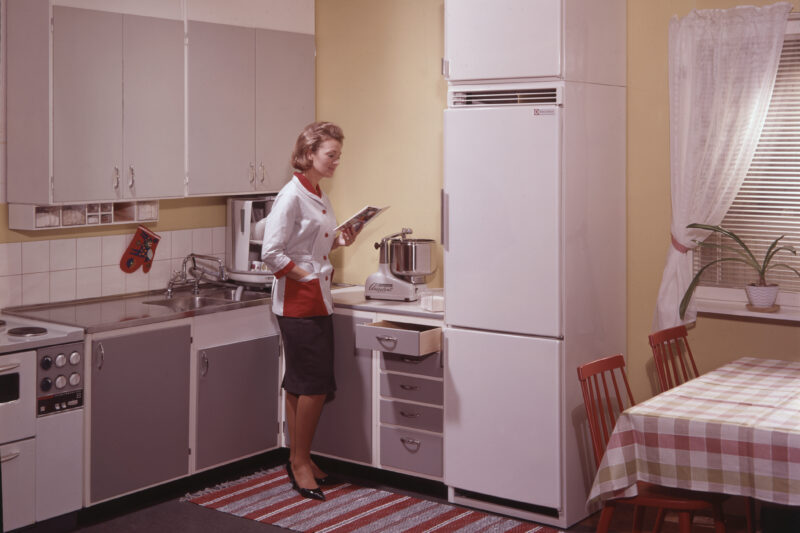 Refrigerator, model ST 70 or ST 40.