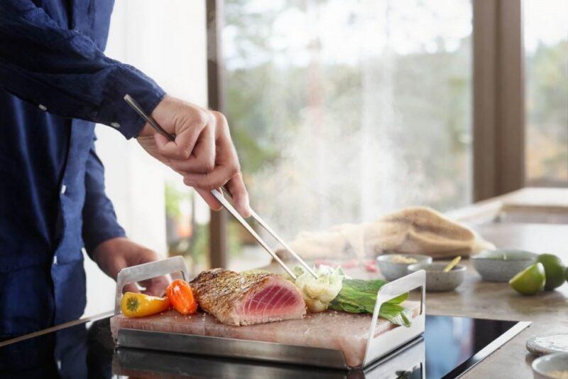 Solná deska AEG představuje přirozený a lahodný způsob přípravy i podávání jídel