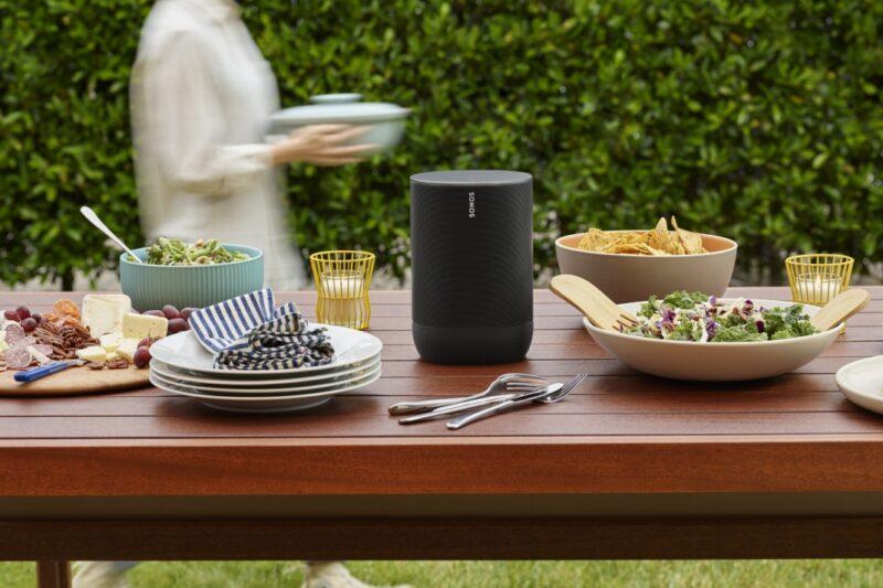 Užijte si s přenosným reproduktorem Sonos Move oslnivý zvuk doma i venku
