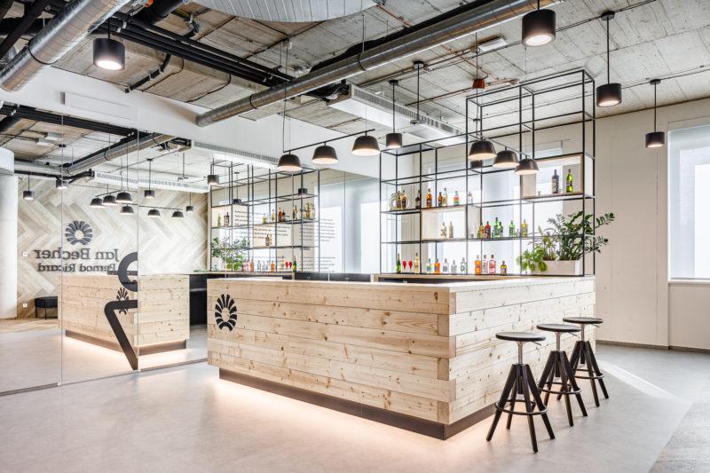 Vlastní bar a zasedačky inspirované známými likéry. Tak vypadají nové kanceláře Becherovky