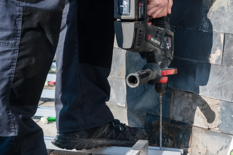 Deceuninck - montáž terasy - Připevnění podkladové konstrukce k povrchu