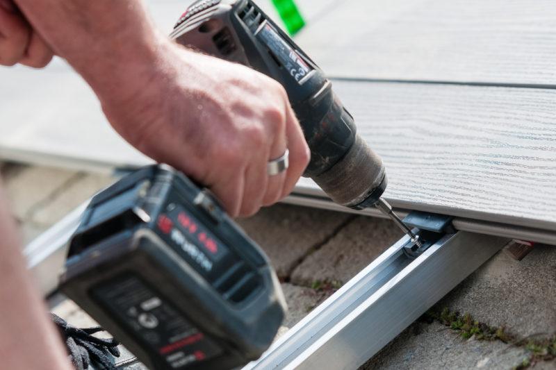 Deceuninck - montáž terasy - Přichycení ke konstrukci pomocí vrutů