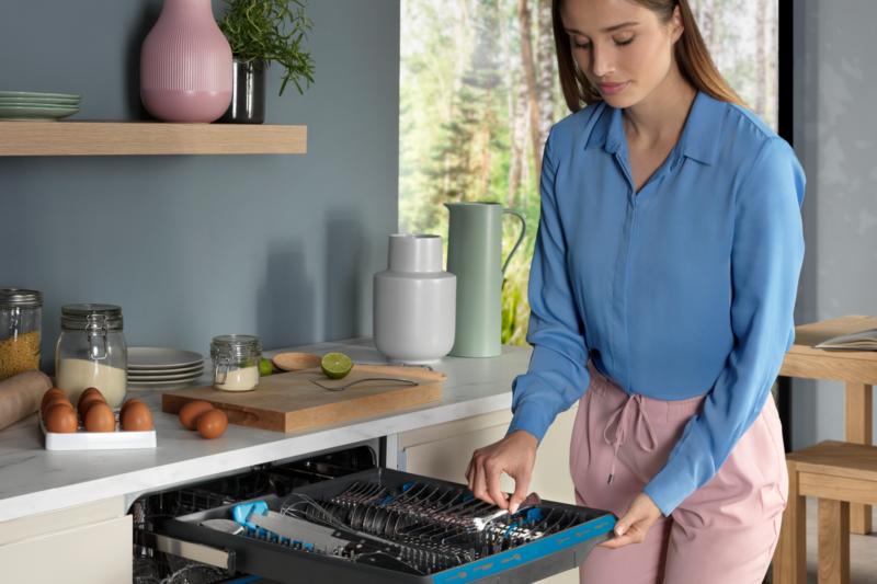 Víte, jak správně naskládat nádobí do myčky?